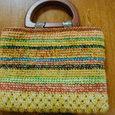木の持ち手の編みバッグ