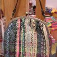 模様織りのがまかばん