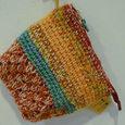 手編みのポーチ
