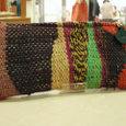 茶色のつづれ織りポーチ