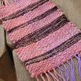木枠で織る布